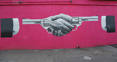 Manos Revolver Mural