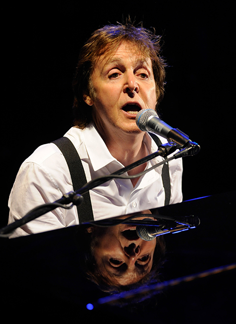 Paul McCartney cantando